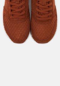 Woden - YDUN - Sneakers laag - rust - 5