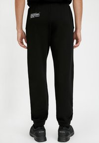 Finn Flare - Tracksuit bottoms - black - 1