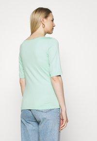 s.Oliver BLACK LABEL - Basic T-shirt - misty gree - 2
