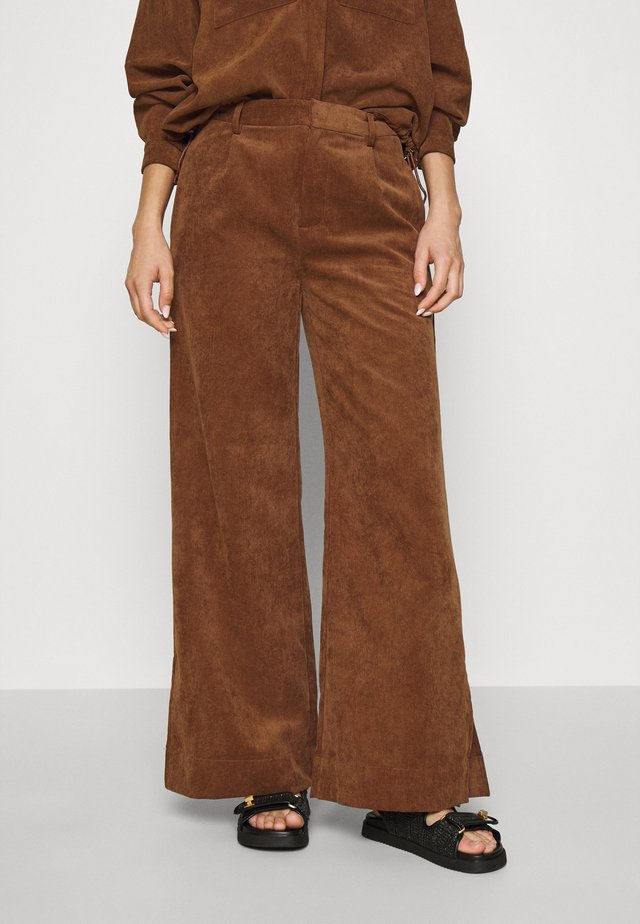 BUFFY TROUSERS - Kangashousut - emperador