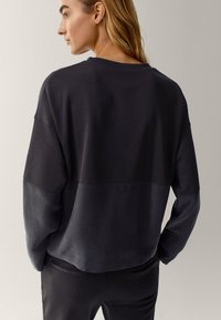 Massimo Dutti - MIT RUNDAUSSCHNITT  - Sweater - dark blue - 2
