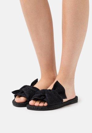 PLAGE BOUCLE  - Pantofle - noir