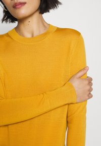 GAP - Jersey de punto - gold yellow - 5