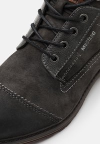 Mustang - Lace-up ankle boots - black - 5