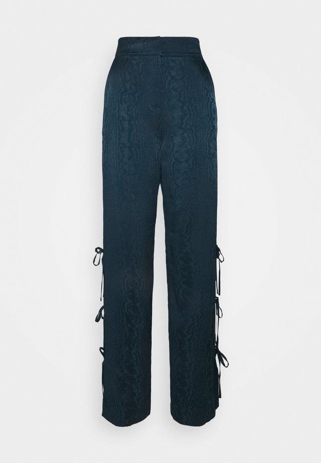 KEATON PANT - Pantaloni - peacock blue