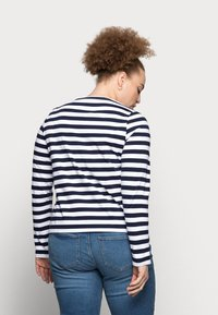Pieces Curve - PCRIA NEW TEE - Long sleeved top - bright white/maritime navy - 2