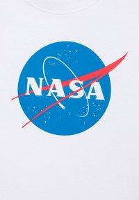 Mister Tee - KIDS NASA INSIGNIA TEE - Print T-shirt - white - 2
