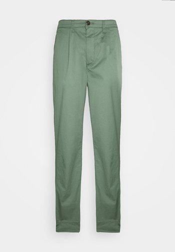 BREEZER - Tygbyxor - khaki green