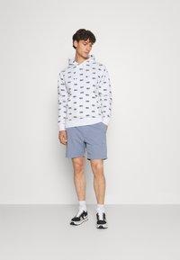 Nike Sportswear - CLUB HOODIE SCRIPT - Hættetrøjer - white - 1