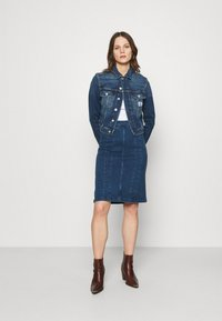 Calvin Klein Jeans - CROPPED 90S JACKET - Denim jacket - denim dark - 1