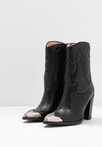 Bronx - NEW AMERICANA - High heeled ankle boots - black - 4