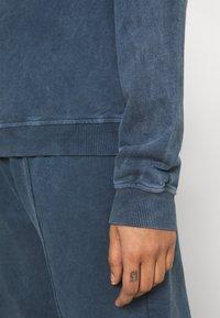 Topshop - ACID WASH - Sweatshirt - denim blue - 4