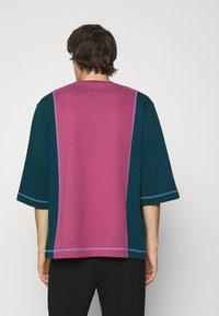 Vivienne Westwood - SLOUNGE - Sweatshirt - green/pink - 2