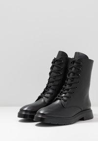 Stuart Weitzman - MACKENZIE - Šněrovací kotníkové boty - black - 3