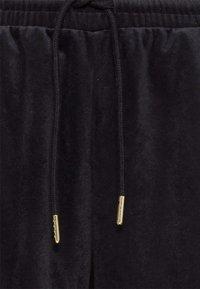 adidas Originals - VELVET PANTS - Joggebukse - black - 7