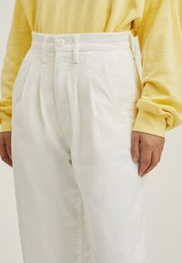 Levi's® - PLEATED BALLOON - Relaxed fit -farkut - white - 5