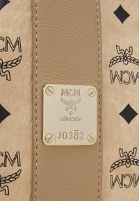 MCM - SHOPPER PROJECT VISETOS MEDIUM SET - Tote bag - beige - 6