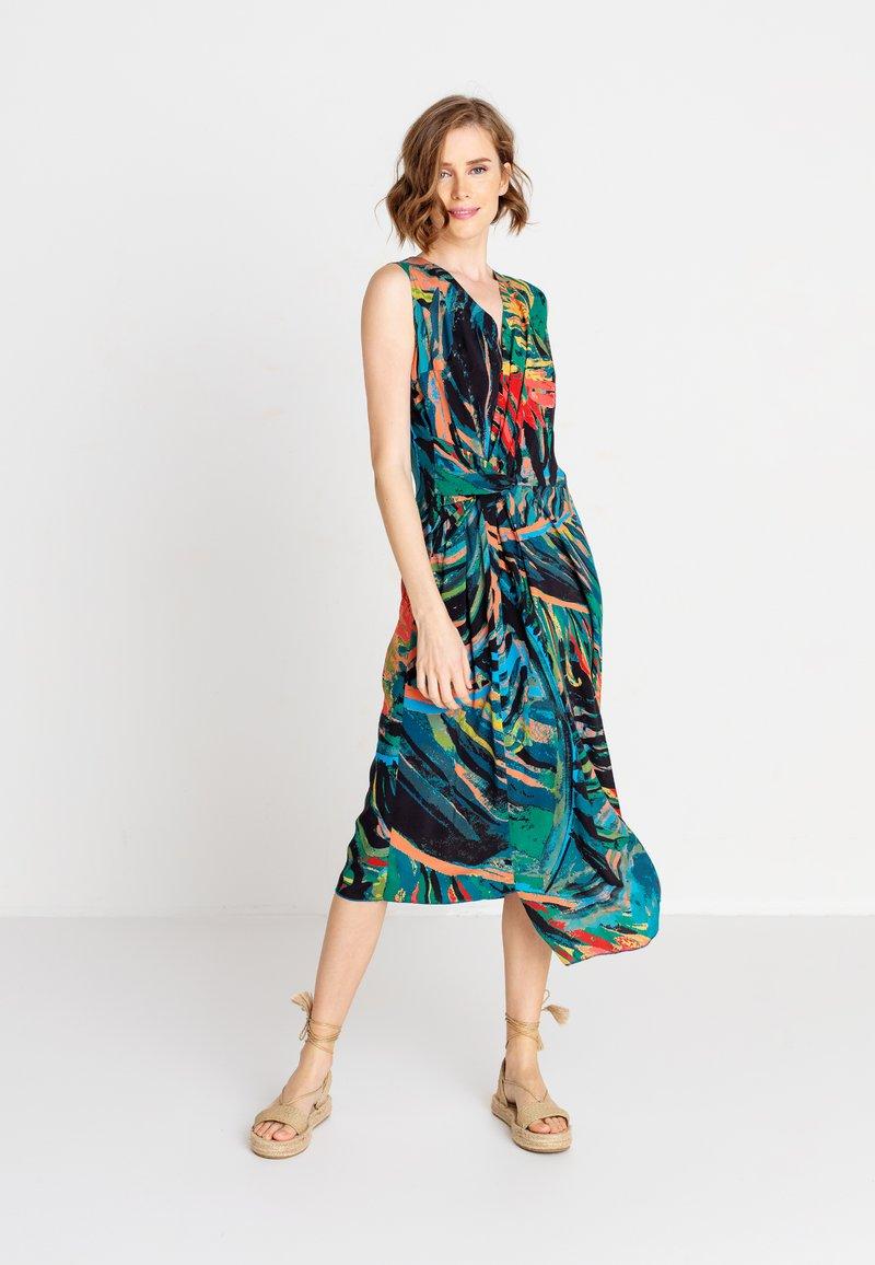 Ivko - TROPICAL MOTIF - Denní šaty - amazonas