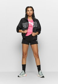 Puma - HEATHER CAT TEE - T-shirts med print - bubblegum - 1