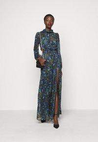 Hope & Ivy Tall - ESME - Maxi šaty - multicolor - 1