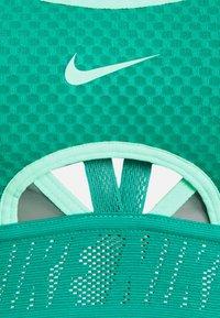 Nike Performance - INDY BRA - Sujetadores deportivos con sujeción ligera - neptune green/hasta/green glow - 2