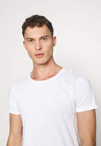TOM TAILOR DENIM - LONG BASIC WITH LOGO - T-shirt - bas - white - 3