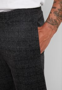 Native Youth - DELON PANT - Trousers - black - 3