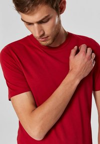 Selected Homme - SHDTHEPERFECT - T-paita - red - 3