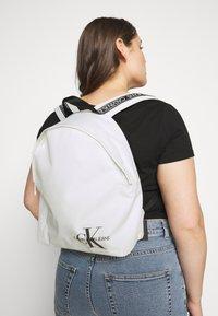 Calvin Klein Jeans - ROUNDED - Rucksack - white - 0