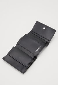 Calvin Klein - MUST TRIFOLD - Wallet - black - 4