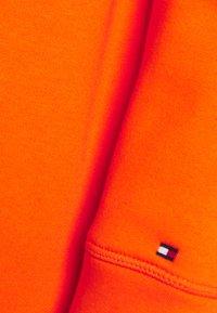 Tommy Hilfiger - HOODIE - Sweatshirt - princeton orange - 6
