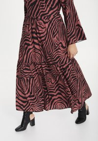 SPG Woman - Maxi dress - raspberry rose - 3