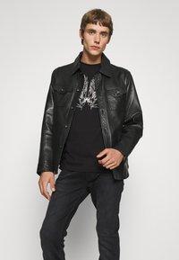 John Richmond - BESKADA - Print T-shirt - black - 4