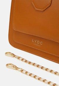 LYDC London - Handbag - camel - 4