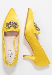 Kio - Classic heels - yellow - 3