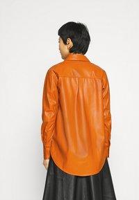 Who What Wear - OVERSIZE  - Blouse - cognac orange - 2