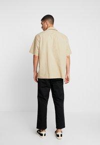Carhartt WIP - DALLAS PANT - Pantalones - black stone washed - 2