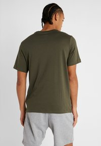 Nike Performance - DRY TEE CREW SOLID - Basic T-shirt - cargo khaki/white - 2