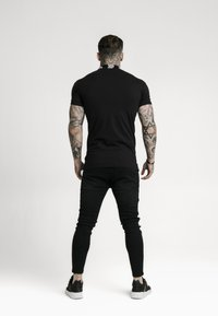 SIKSILK - OLD ENGLISH - Polo shirt - black - 2