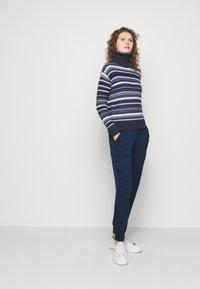 Polo Ralph Lauren - Spodnie materiałowe - east side royal - 4