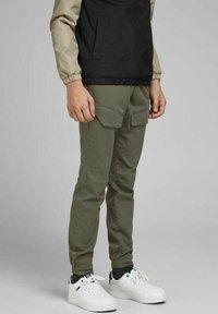 Jack & Jones Junior - Cargo trousers - dusty olive - 1