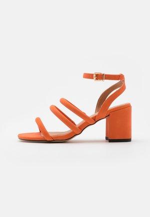 STRIPLING - Sandales - orange