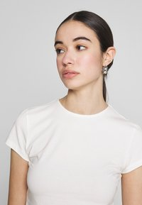 Nly by Nelly - PERFECT CROPPED TEE - T-shirt basic - white - 3
