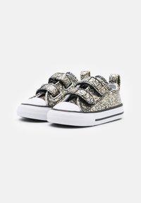 Converse - CHUCK TAYLOR ALL STAR UNISEX - Tenisky - black/silver/bronze - 1