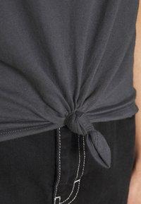 Abercrombie & Fitch - ITALICS LOGO TEE - Print T-shirt - black - 5