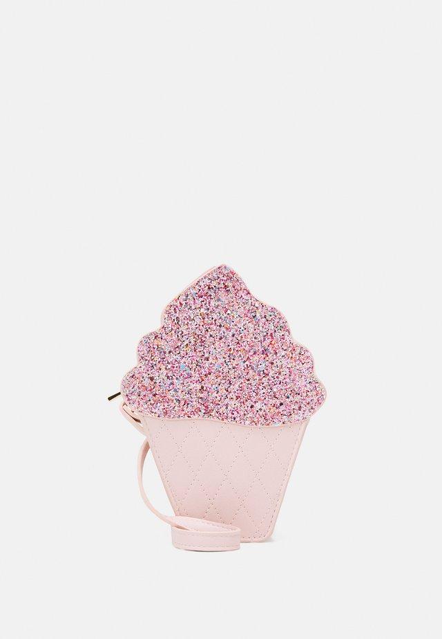 BAG ICE CREAM - Taška spříčným popruhem - light dusty pink