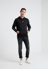 HUGO - DERCOLANO - Bluza z kapturem - black - 1