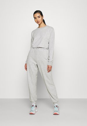 CROPPED RAW HEM & SLIM JOGGER SET - Sweatshirt - grey