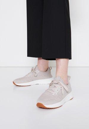 LOLETA  - Sneakers basse - sand