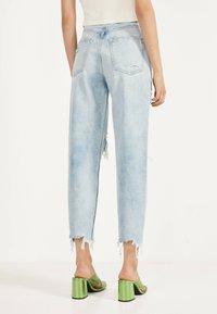 Bershka - MIT RISSEN - Jeans Straight Leg - blue - 2